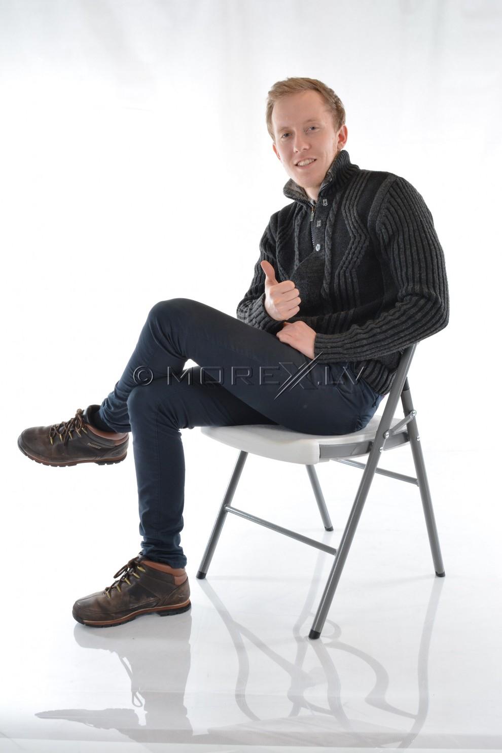 Kokkupandav tool seljatoega